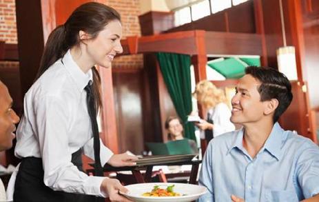 餐厅想要提升客单价,服务员可以这样推销菜品