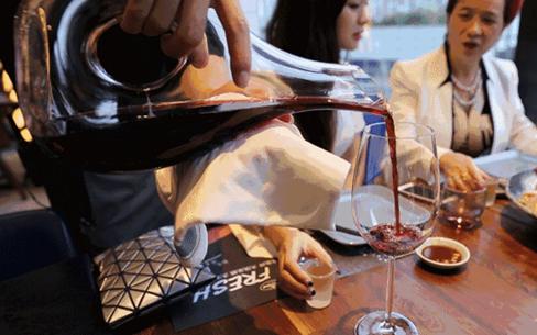 顾客嫌餐厅上菜慢,如何解决这一难题?